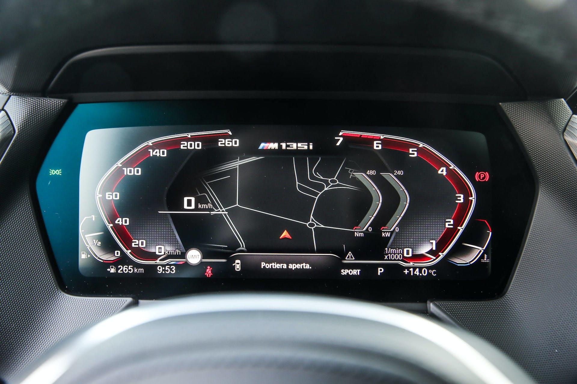 BMW M135i strumentazione digitale