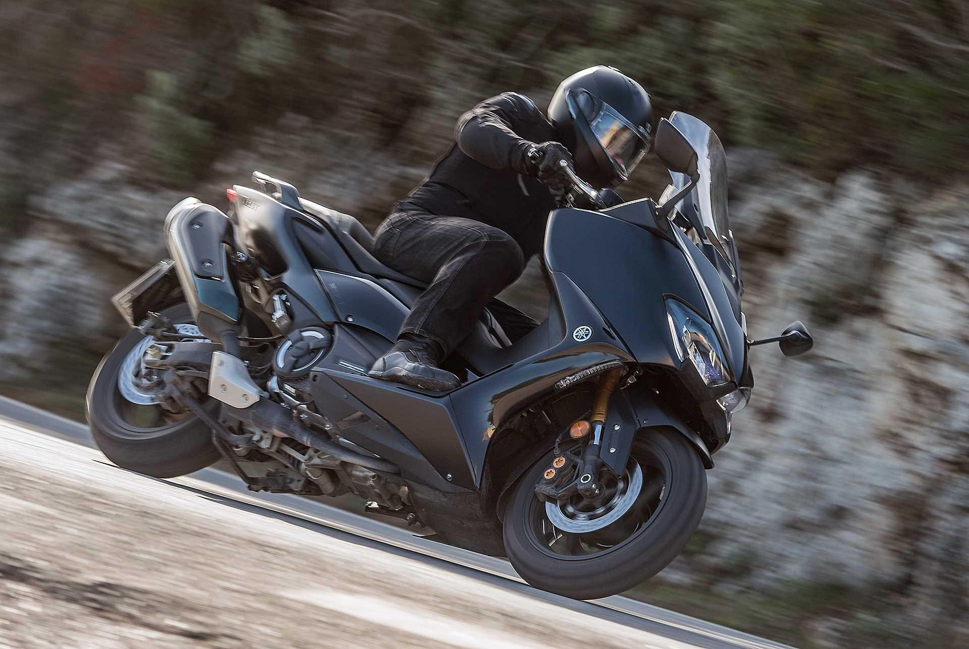 Yamaha TMax 560 2020 migliori maxi scooter