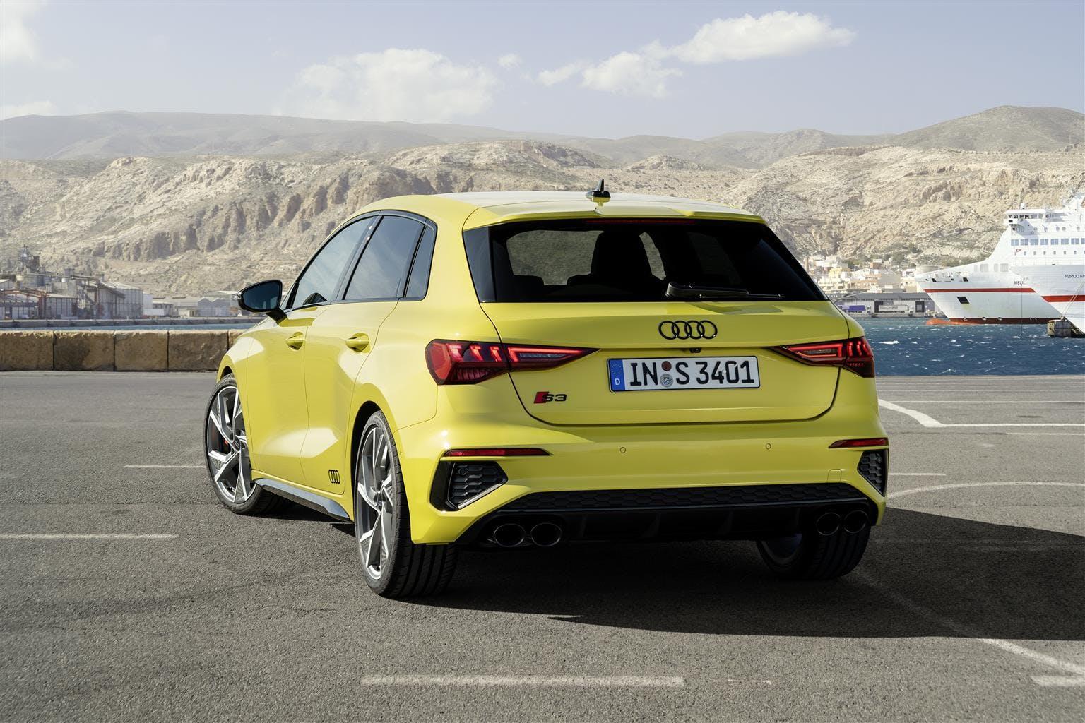 Audi S3 Sportback gialla vista posteriore