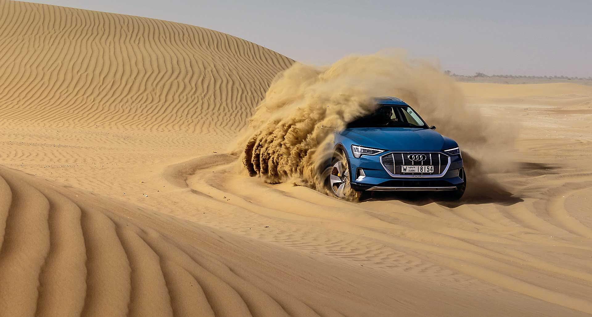 Audi E-tron nel deserto di Dubai