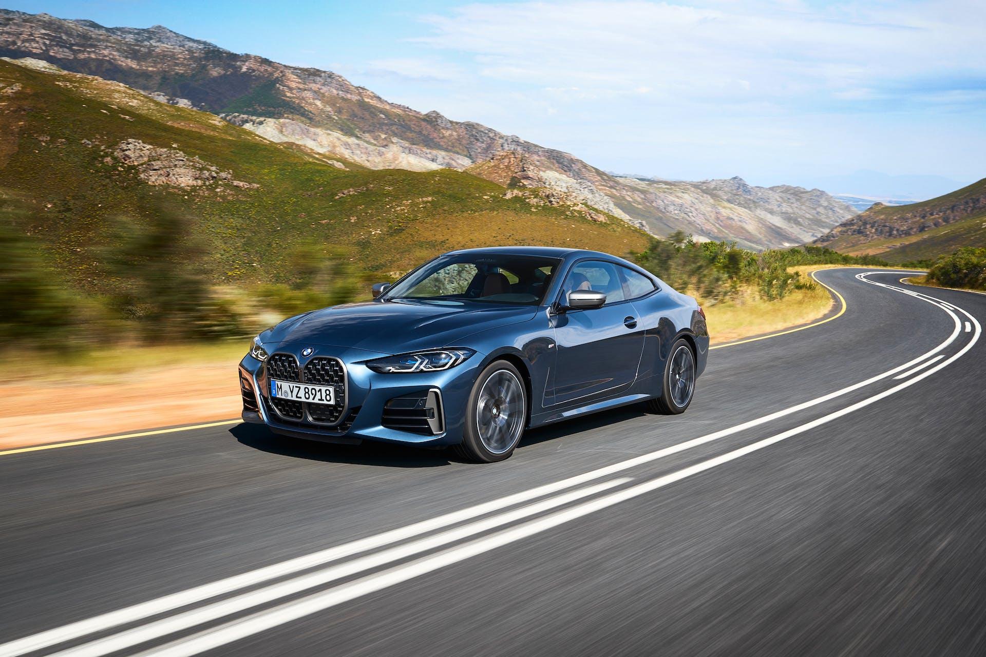 BMW Serie 4 dinamica tre quarti anteriore