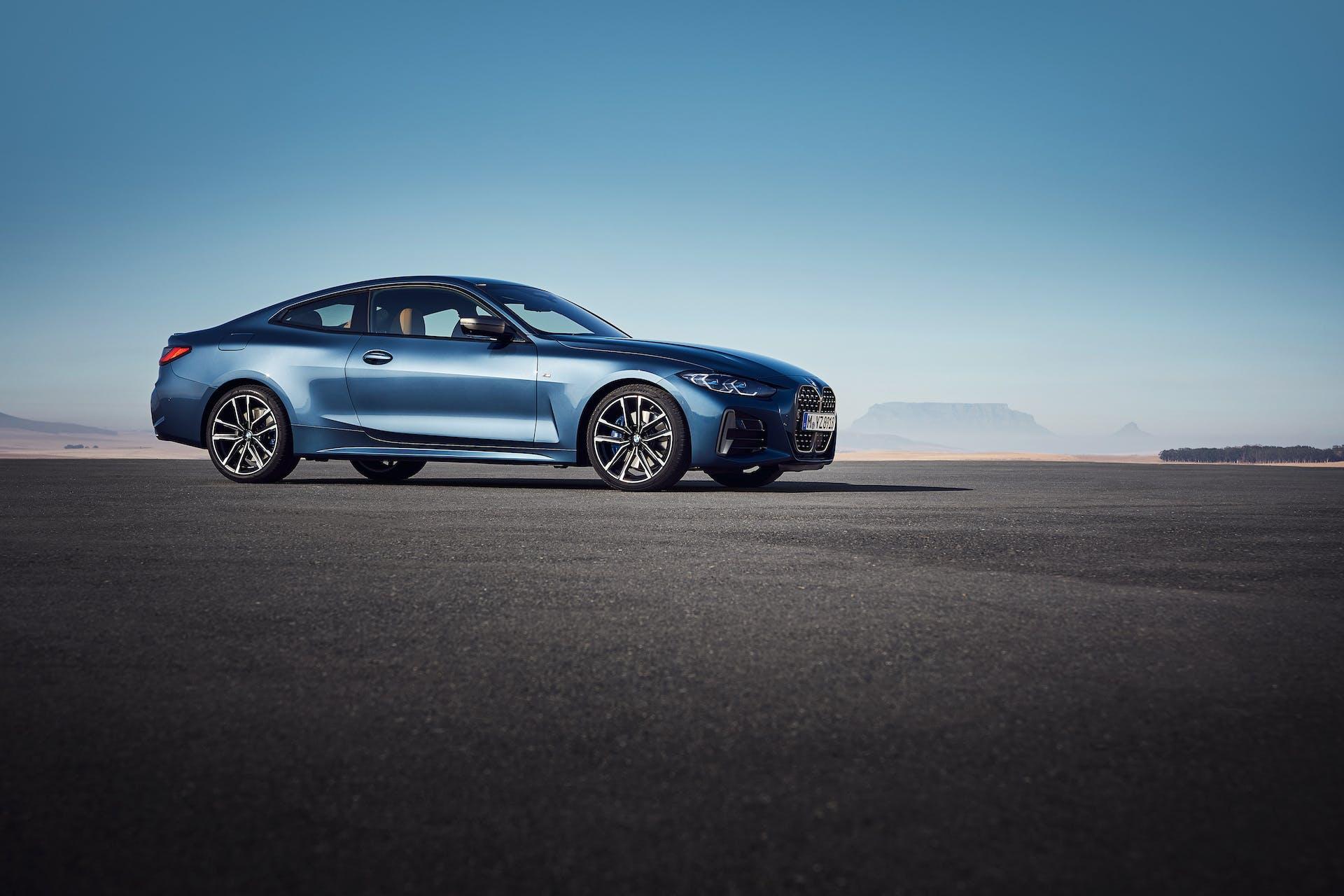 BMW Serie 4 Coupé statica tre quarti anteriore