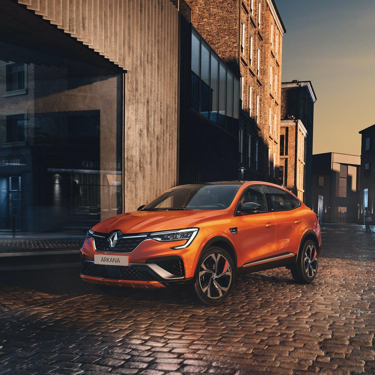 Nuova Renault Arkana arancione tre quarti anteriore