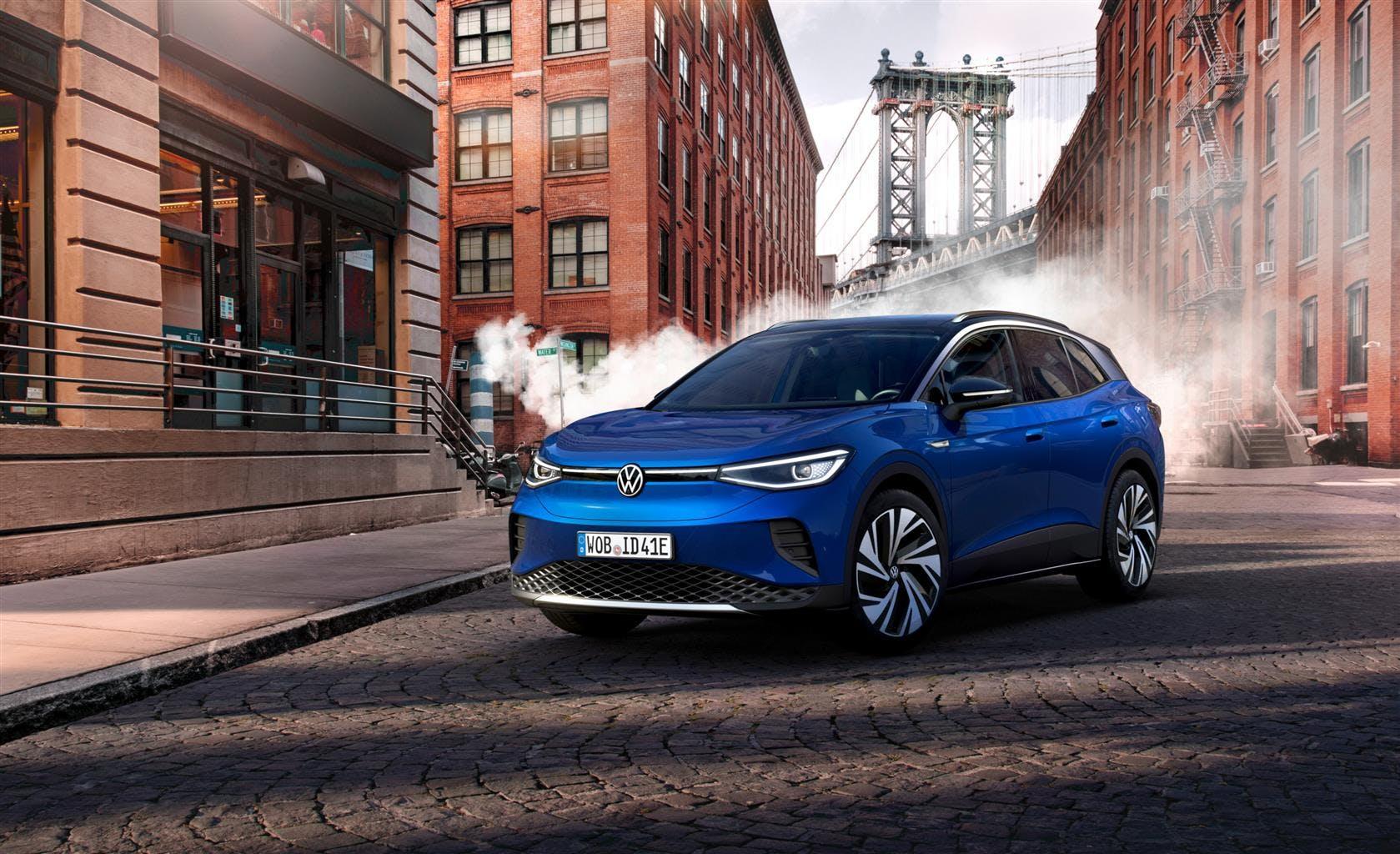 Volkswagen ID.4 blu tre quarti anteriore statica