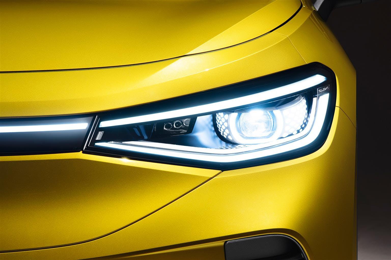 Volkswagen ID.4 faro anteriore dettaglio