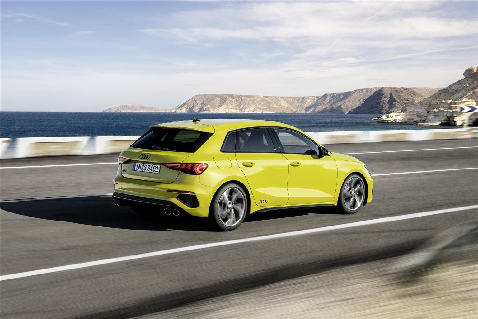 Audi S3 Sportback gialla vista laterale