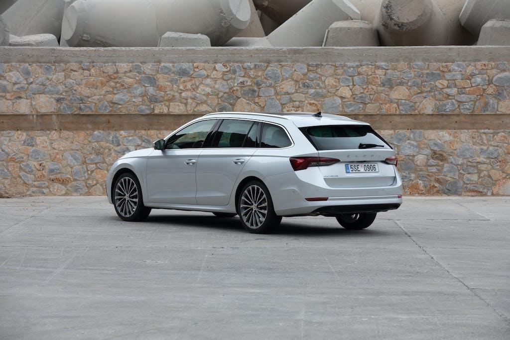 Mercato auto Europa, Skoda Octavia e Peugeot 208 le più amate
