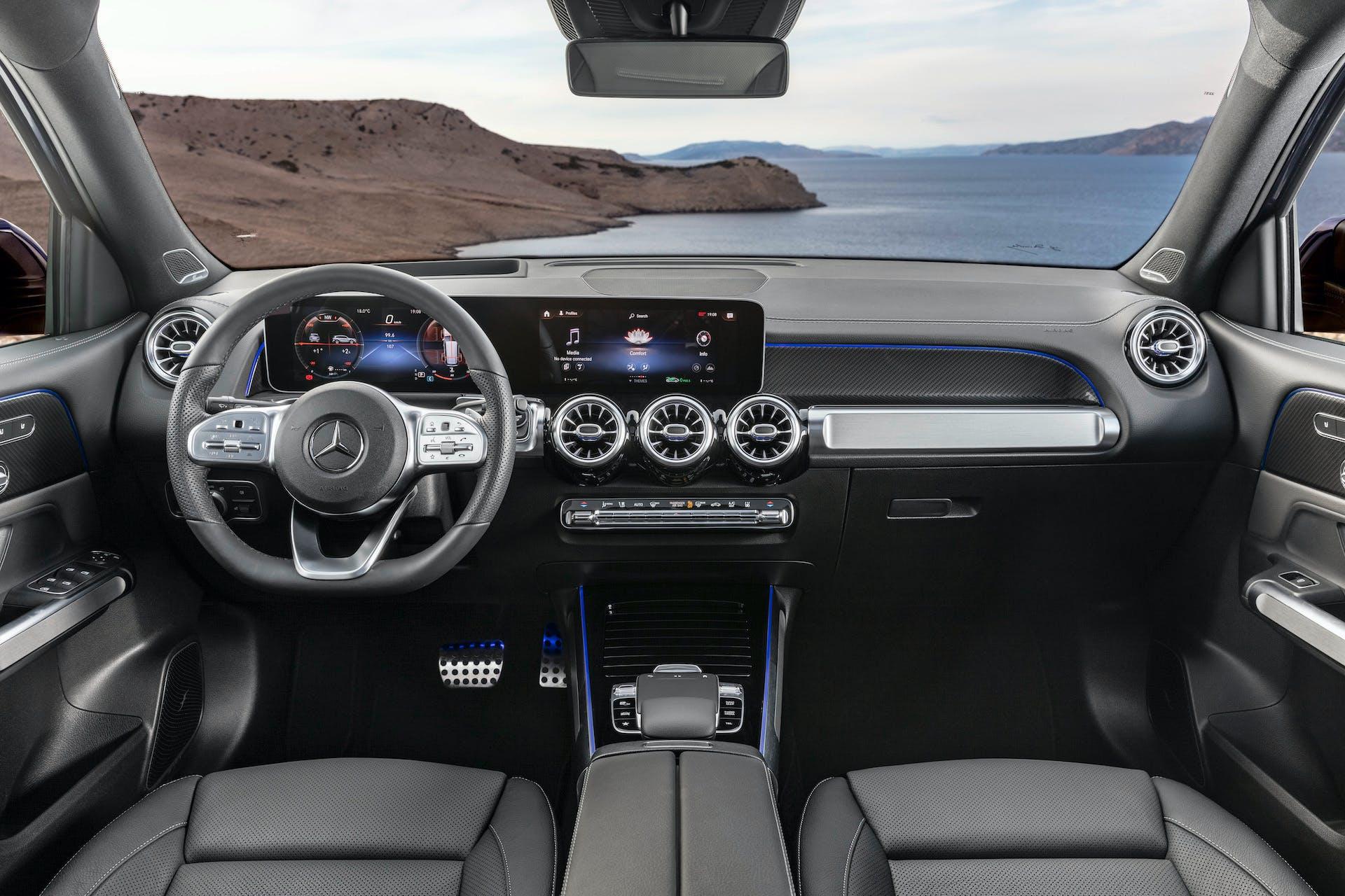 Mercedes-Benz GLB, plancia MBUX