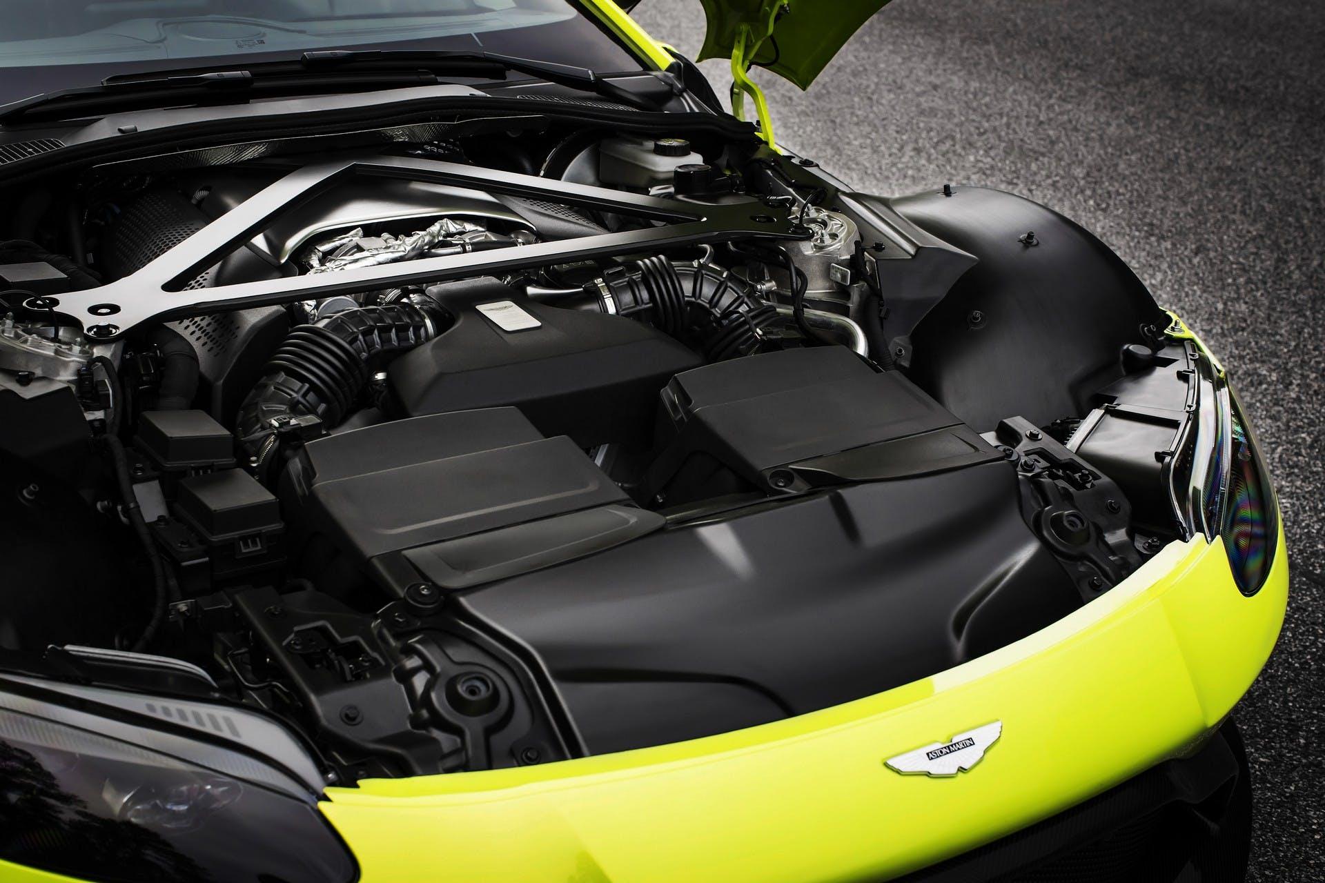Aston Martin Vantage V8 MY18 motore
