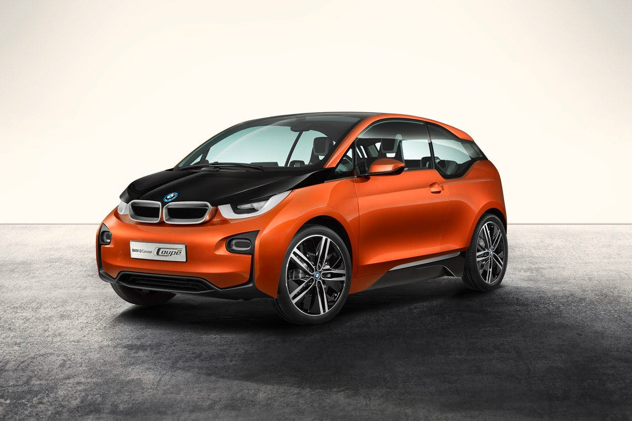 BMW i3 arancione tre quarti anteriore