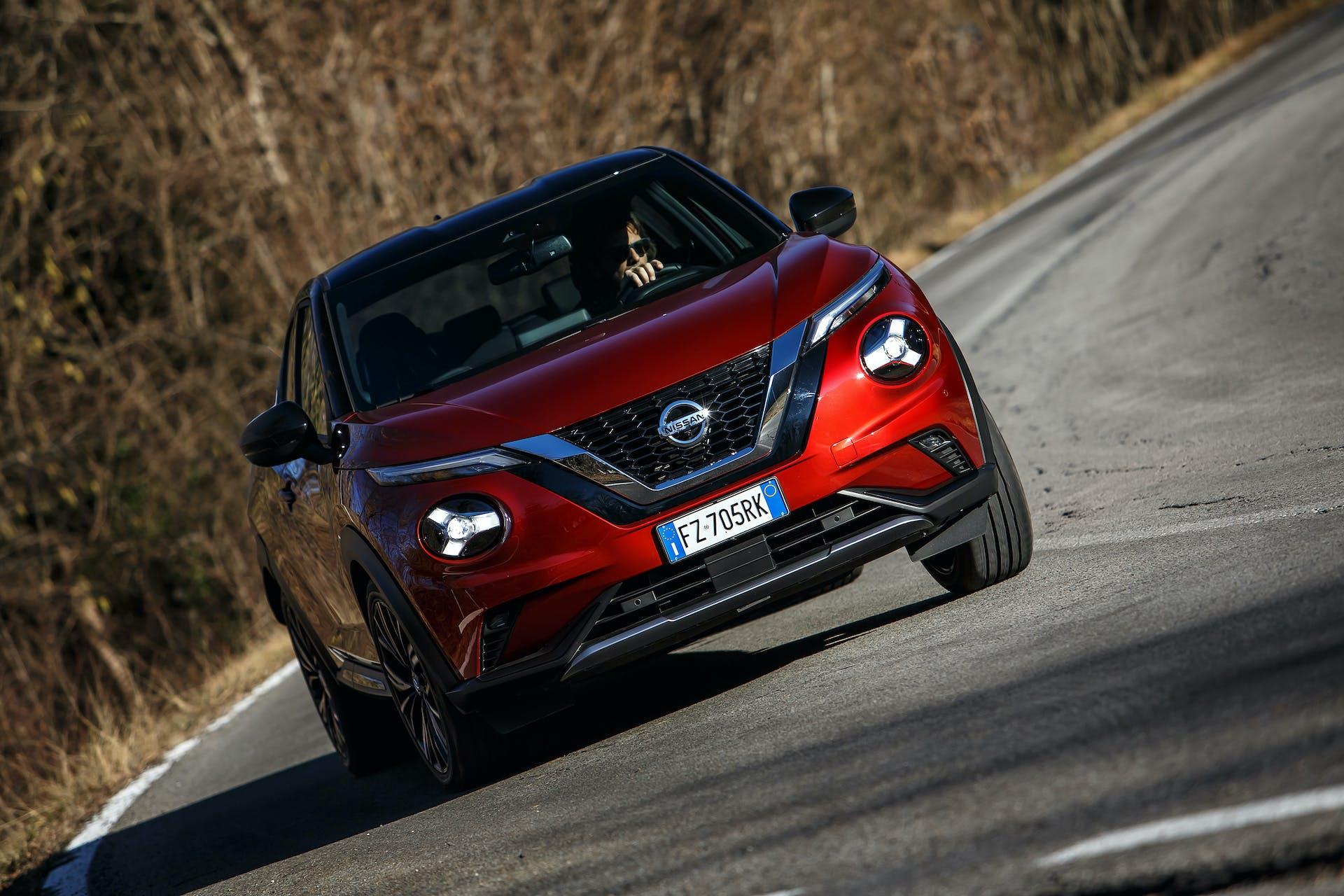 Nissan JUKE movimento curva