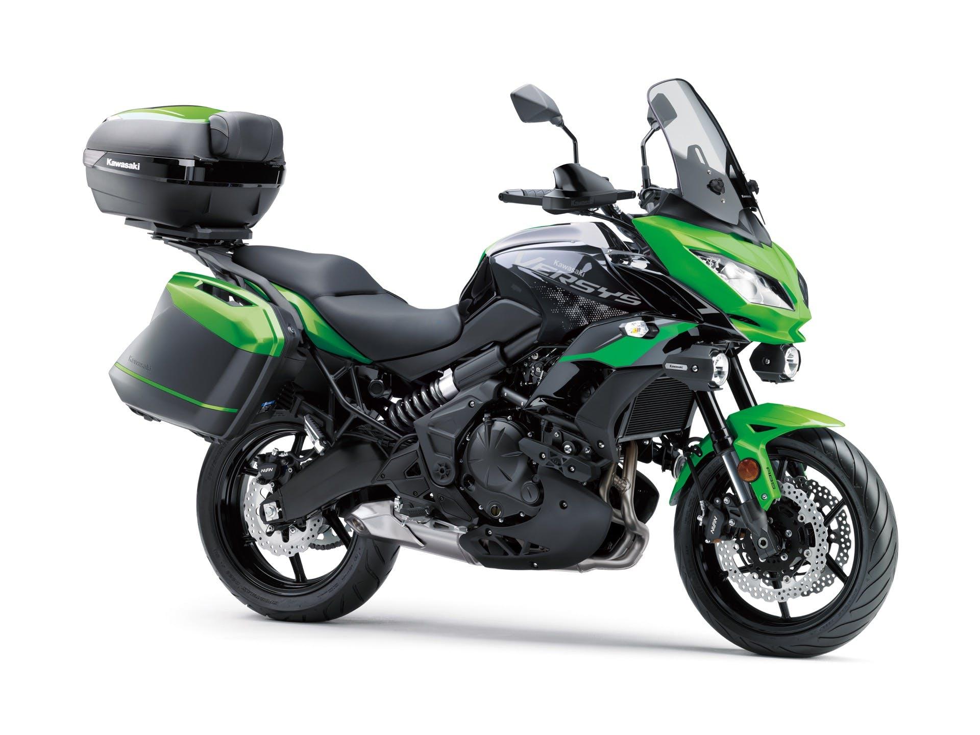 Kawasaki Versys 650 2021 verde con borse e bauletto