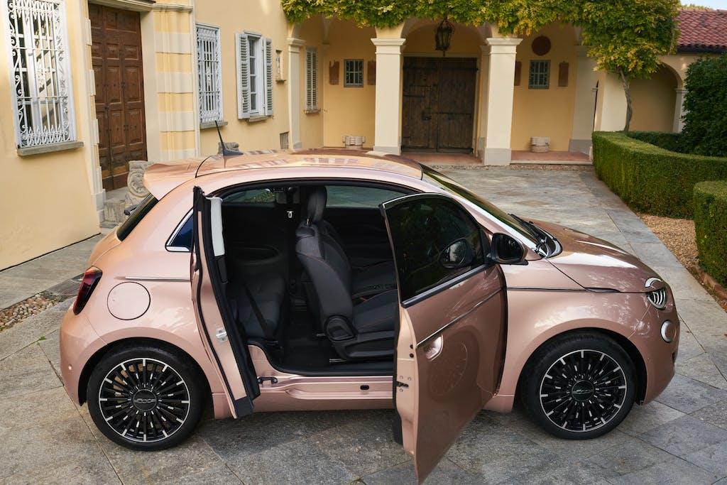 Novità auto 2021: i modelli in arrivo, mese per mese
