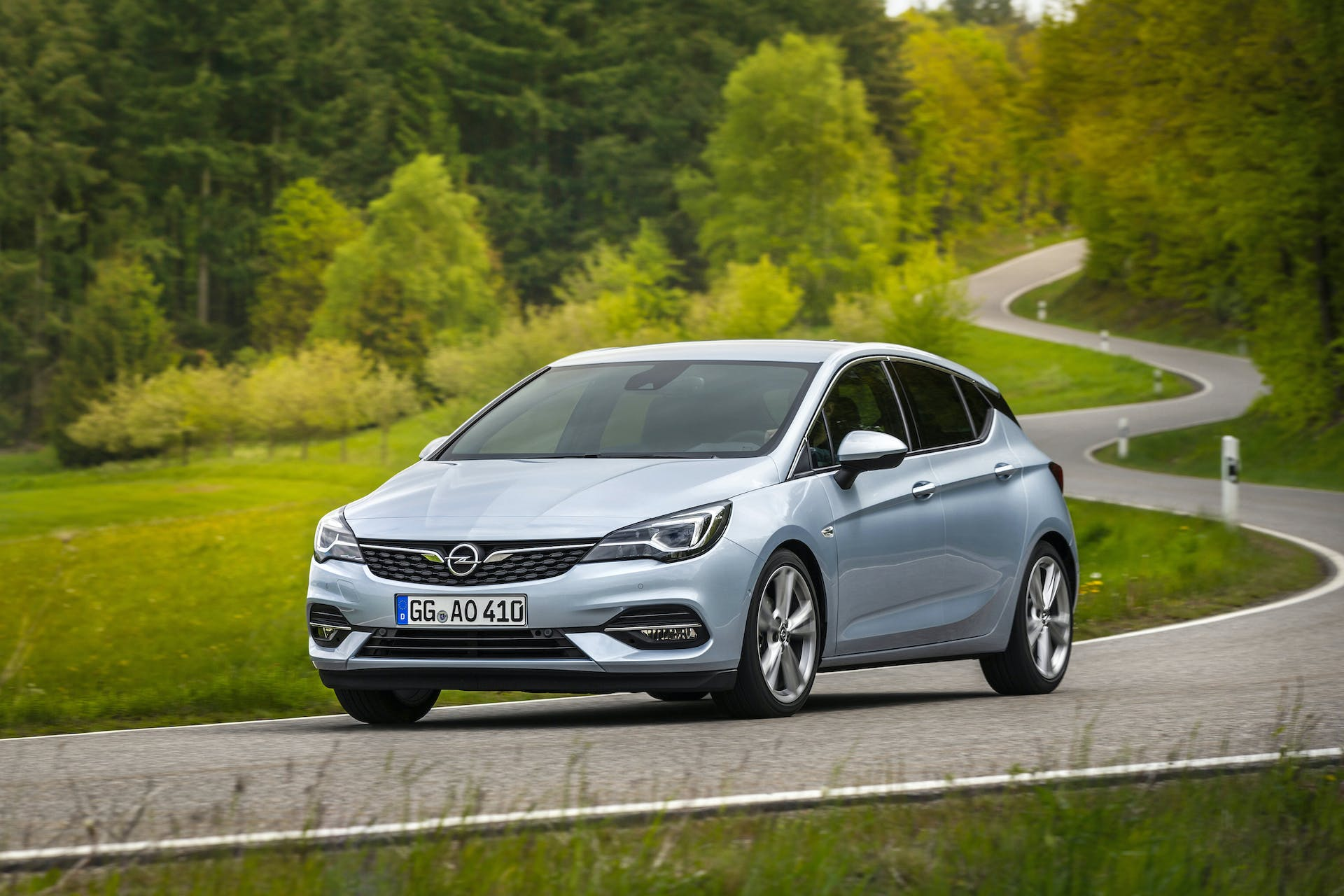 Opel Astra restyling 2019 grigia