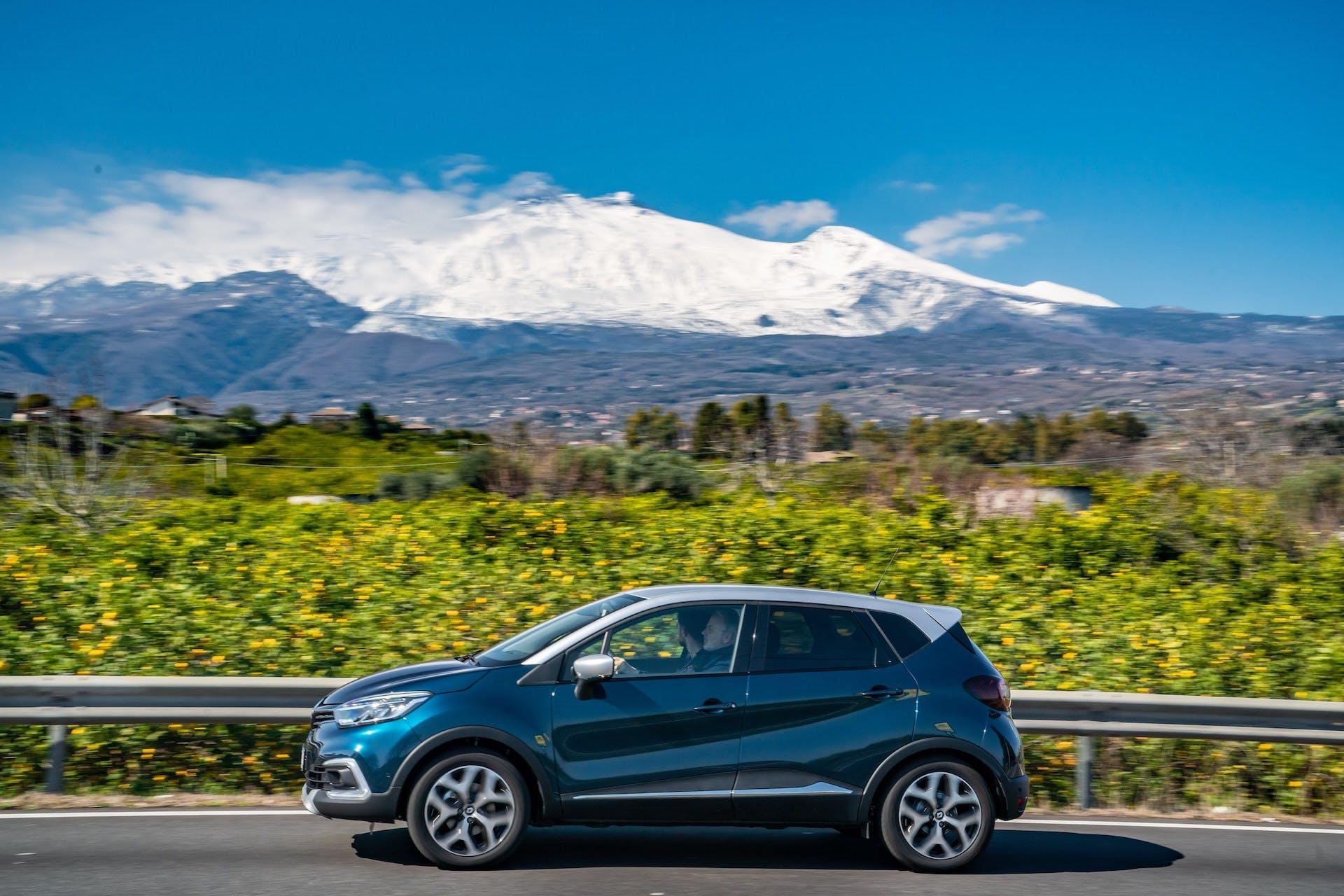 Renault Captur 2019 laterale blu Etna