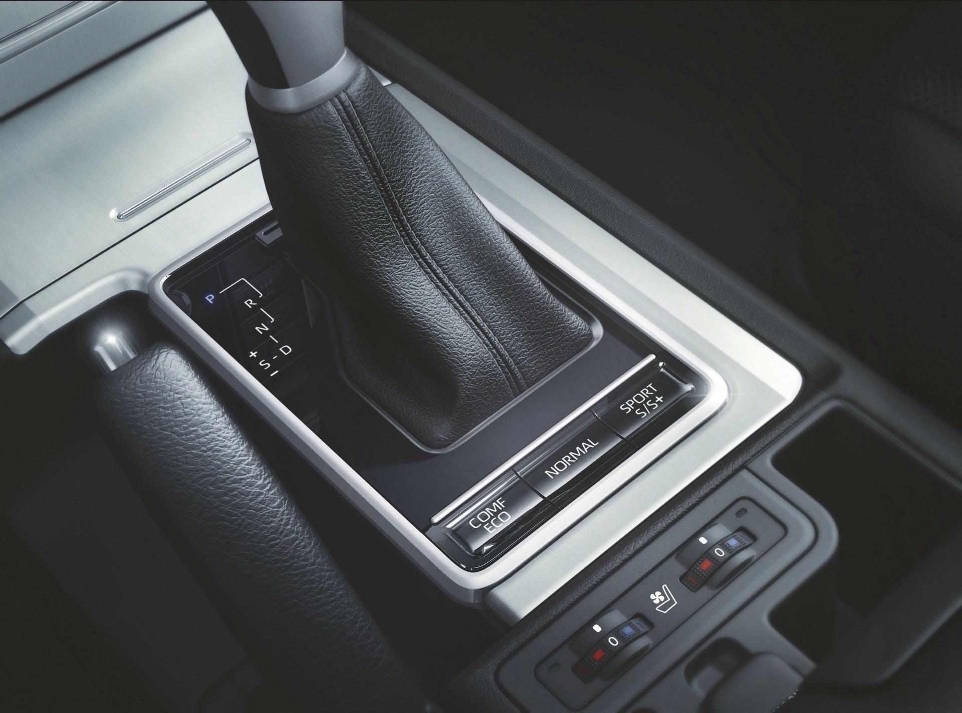 Toyota Land Cruiser 2018 interni
