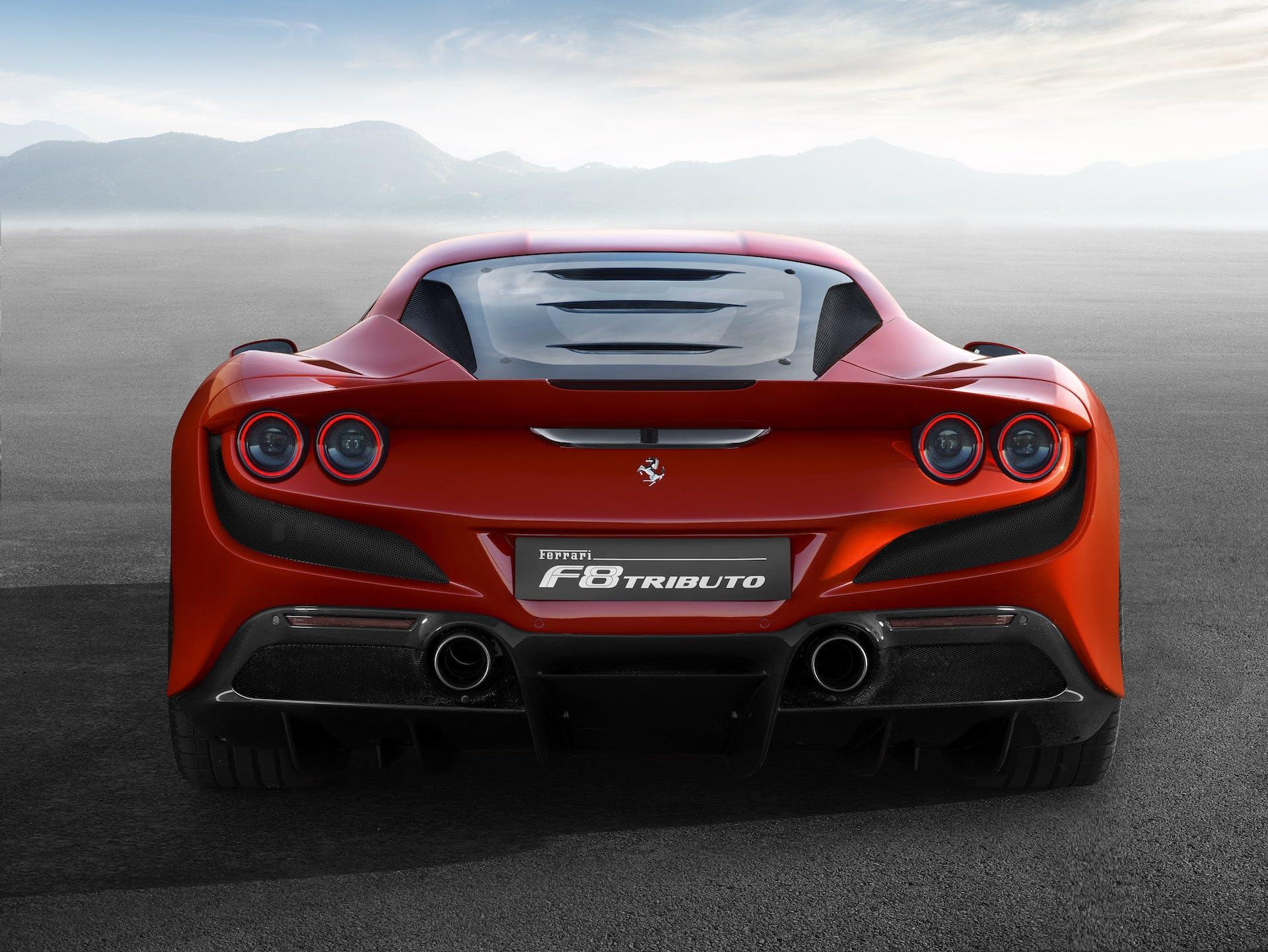 Ferrari F8 Tributo rossa coda