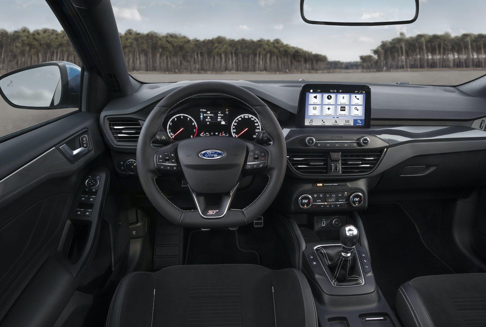 Ford Focus ST 2019 blu plancia e comandi