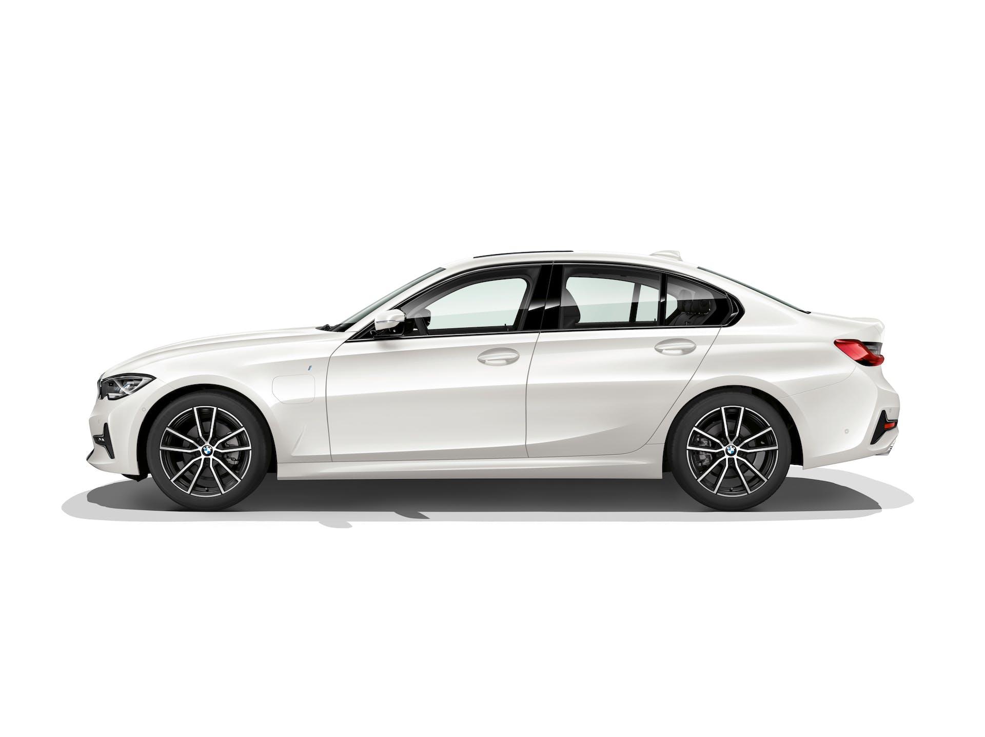 nuova BMW 330e laterale