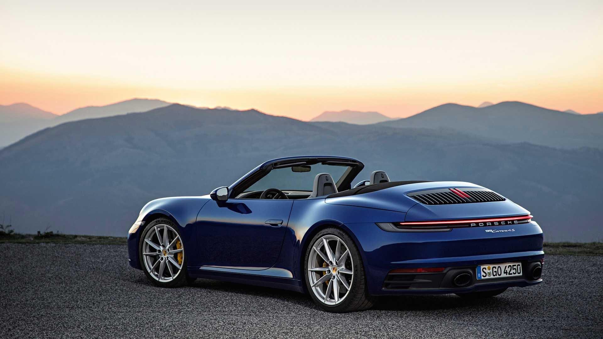 Nuova Porsche 911 Cabriolet scoperta 3/4 posteriore