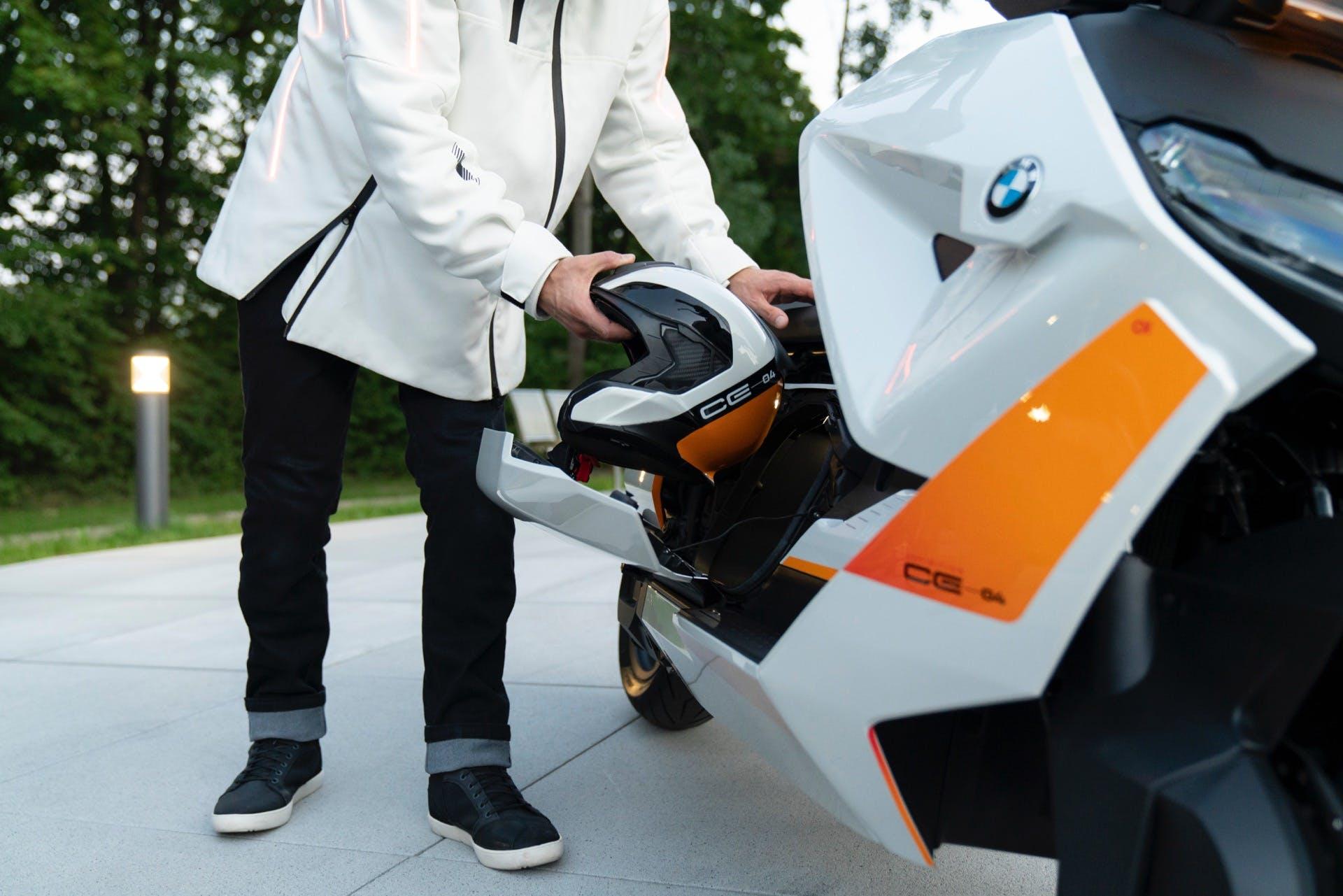 BMW Motorrad Definition CE 04 vano sottosella