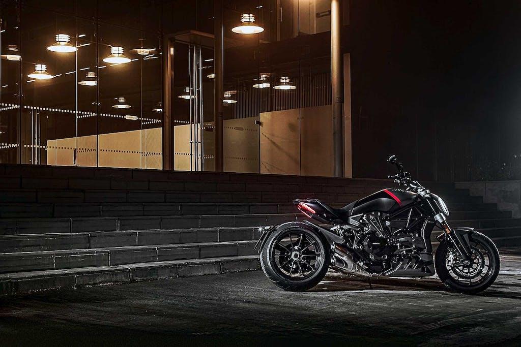Ducati XDiavel 2021, ama il nero