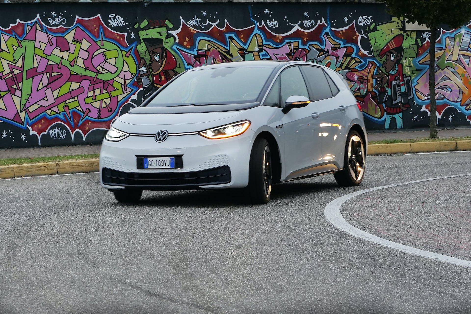 Volkswagen ID3 curva