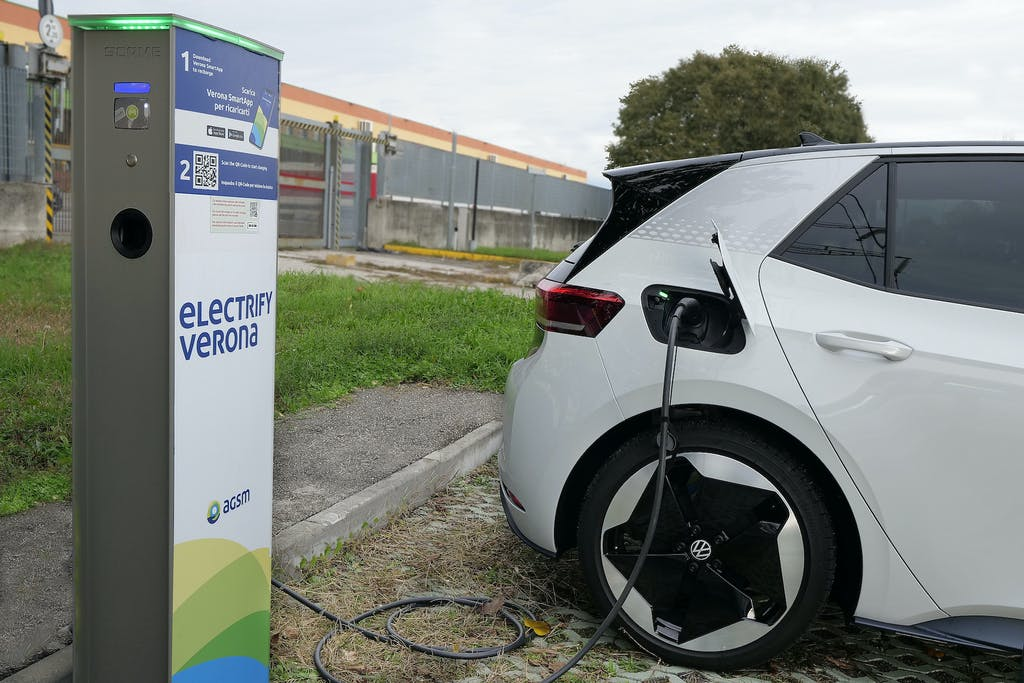 L'auto elettrica è davvero più sostenibile di una Diesel o a benzina?