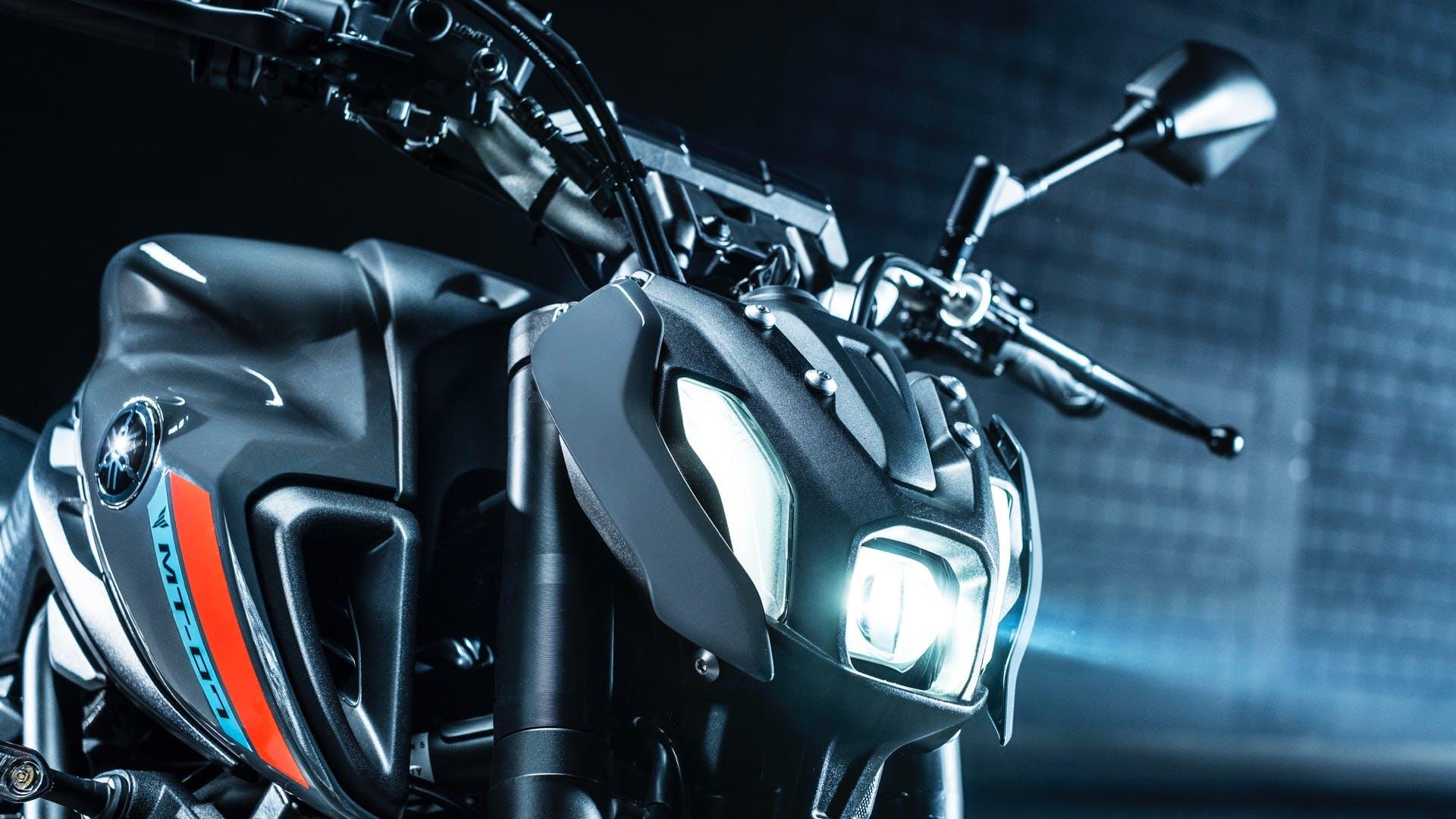Yamaha MT-07 2021 faro a LED