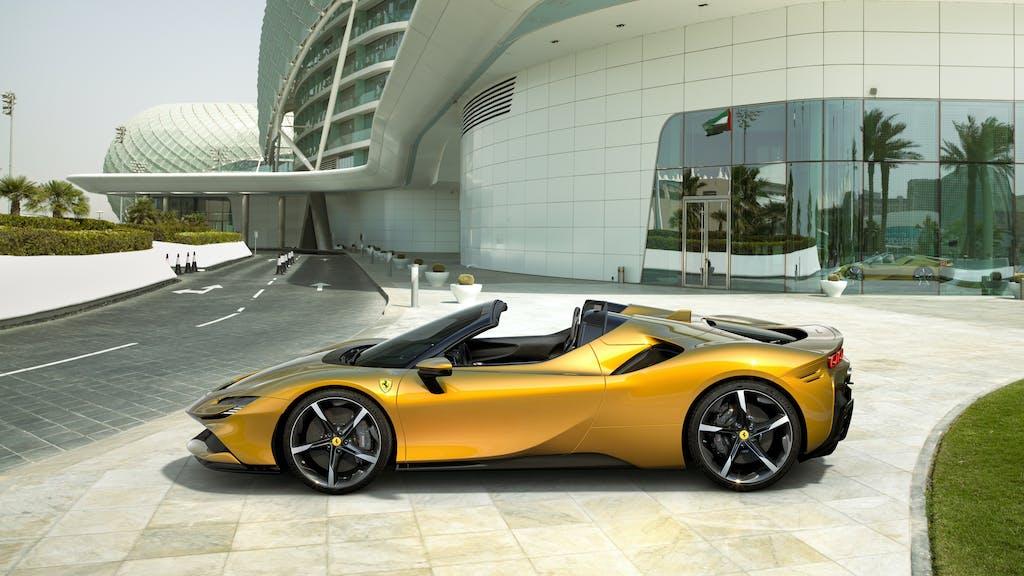 SF90 Spider: la prima Ferrari ibrida che è anche una roadster