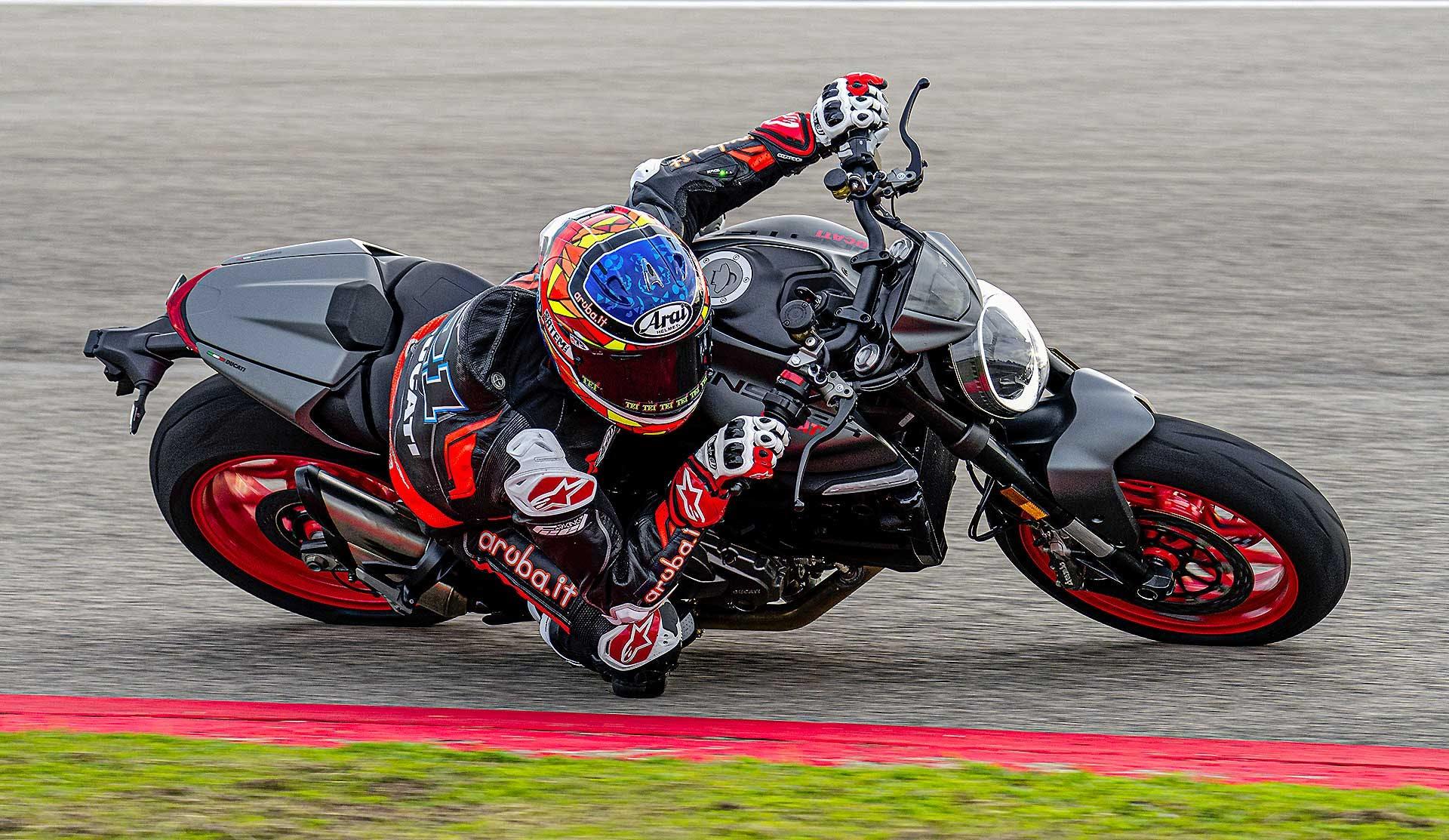 Ducati Monster 2021 in pista
