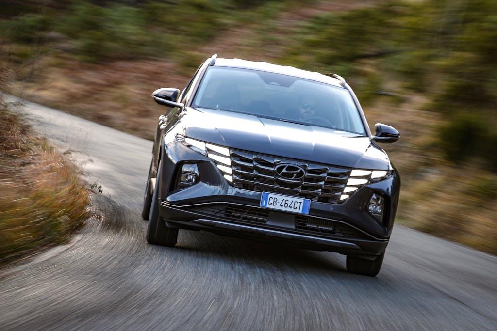 Prova Hyundai Tucson 1.6 T-GDI HEV, ibrida tuttofare