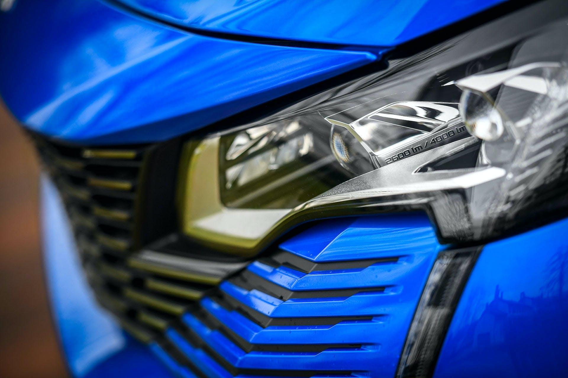 Peugeot 3008 restyling dettaglio faro anteriore