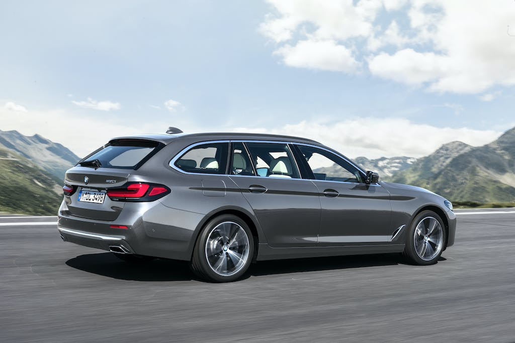 "Prova BMW 530d xDrive Touring, la ""super SW"" a gasolio"