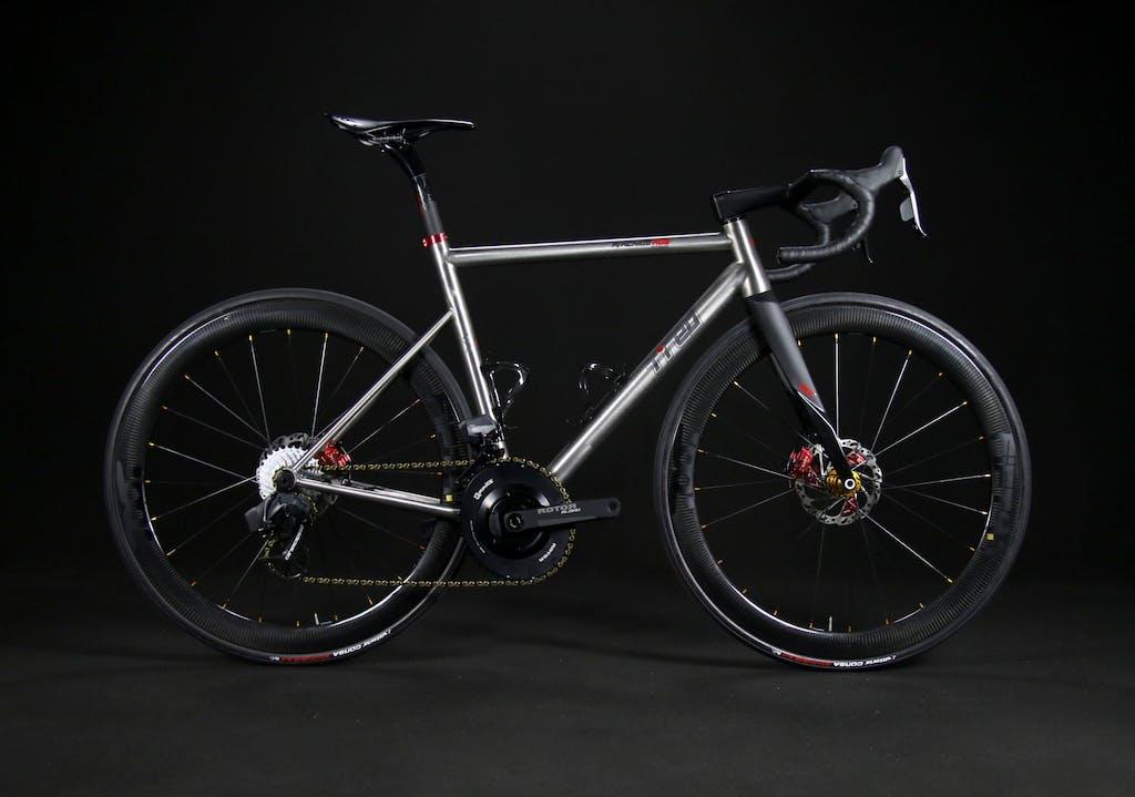 Aracnide A03, titanio italiano