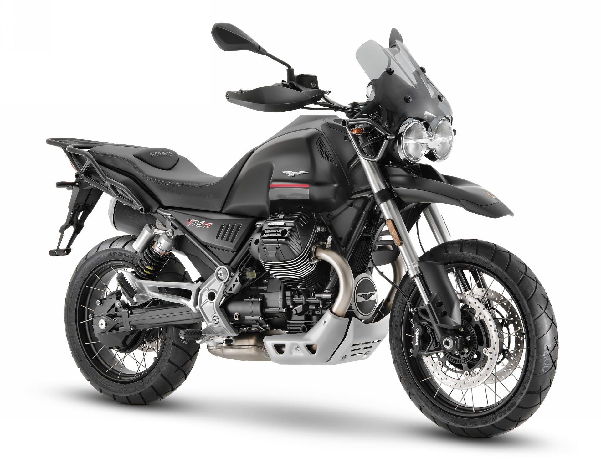 Moto Guzzi V85 TT foto in studio vista laterale tre quarti