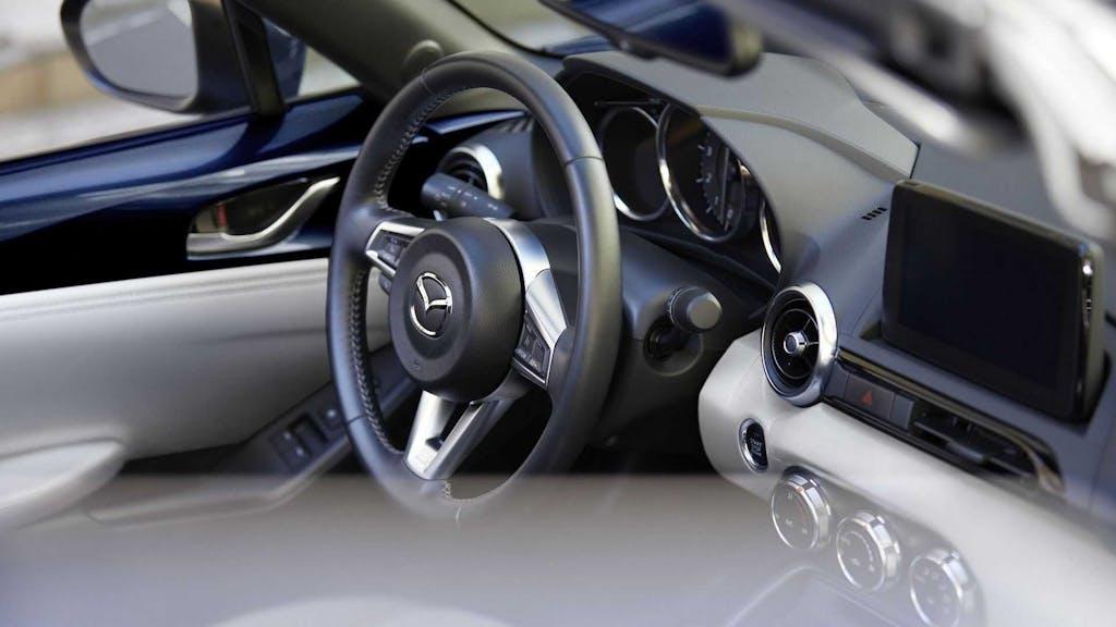 Mazda MX-5 MY 2021 plancia e volante