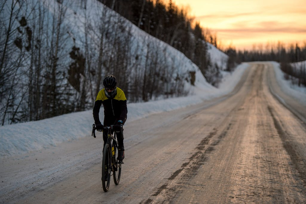 "Omar Di Felice in bici in Canada ""Through the Arctic"""