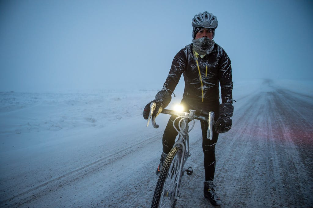 Through The Arctic Canada - Omar di Felice - in bici al freddo
