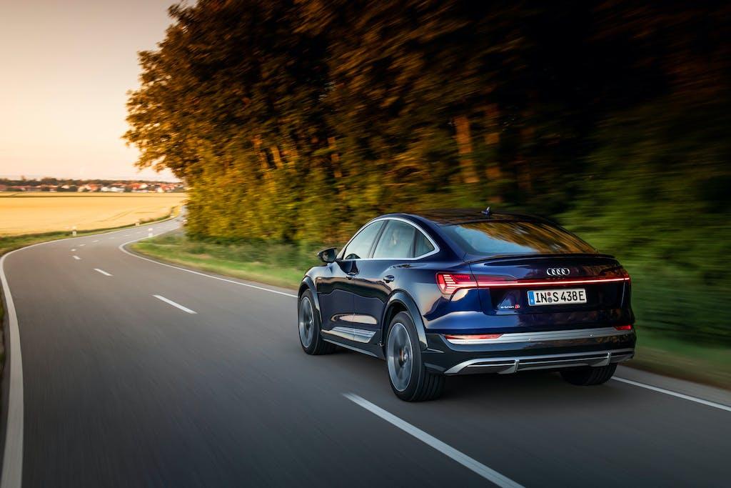 Audi e-tron S Sportback, il SUV elettrico che ama i traversi – Prova