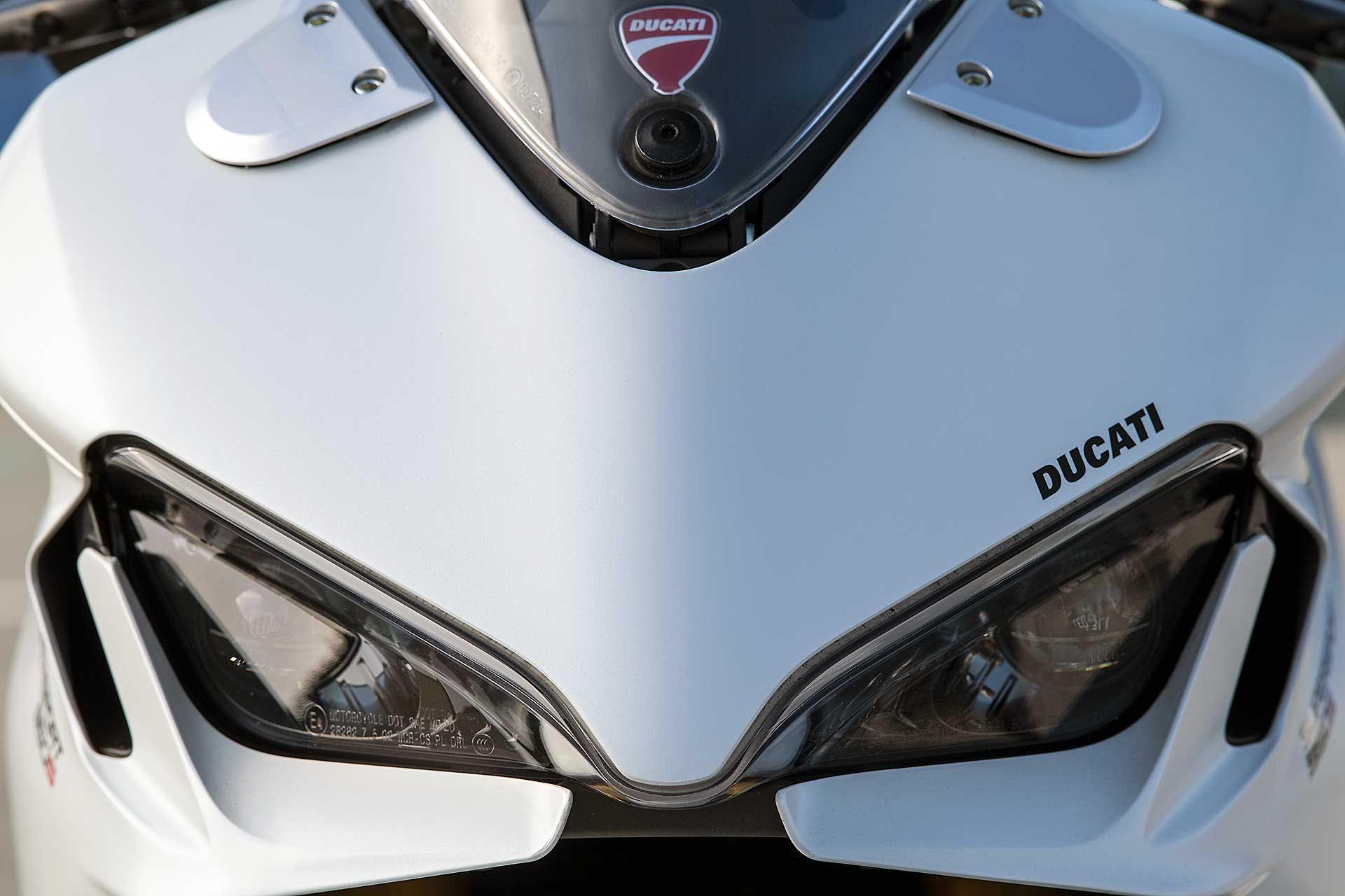 Ducati Supersport 950 S 2021 Particolare faro anteriore