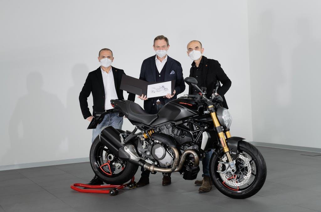 350.000 volte Ducati Monster