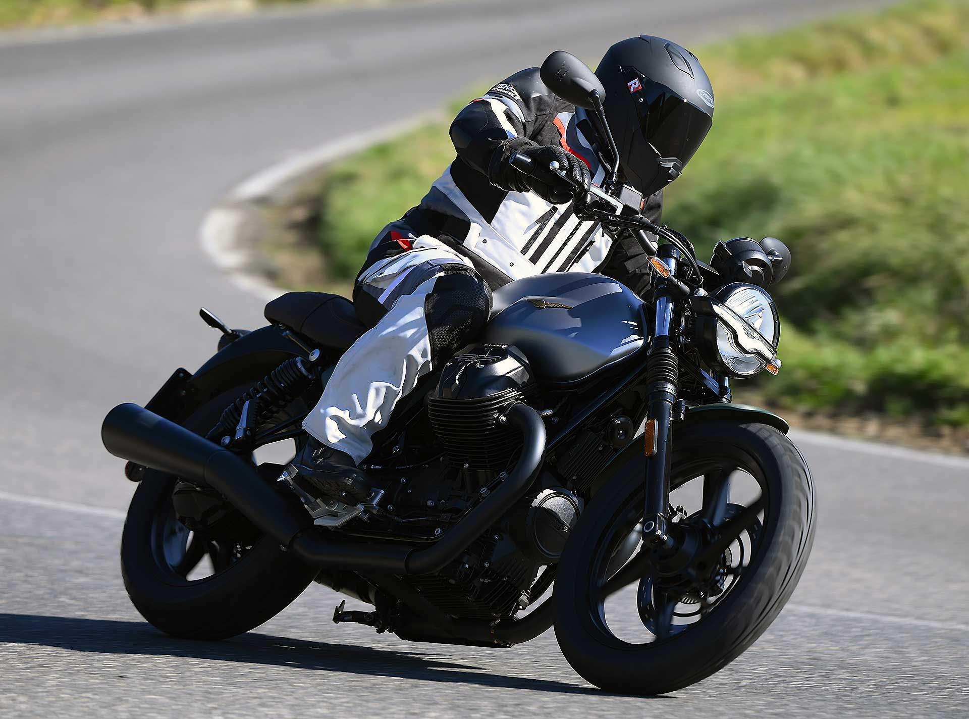 Moto Guzzi V7 Stone 2021 colori centenario
