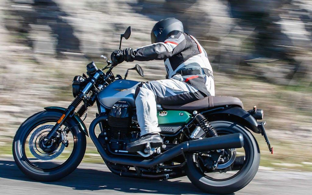 Prova Moto Guzzi V7 2021