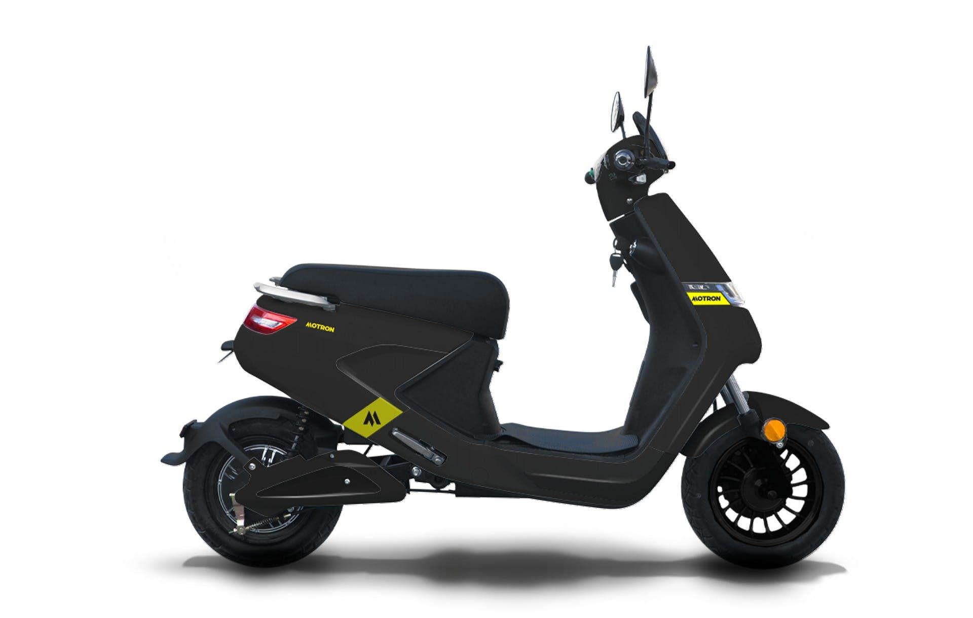 motron motorcycles scooter elettrico voltz nero vista laterale in studio