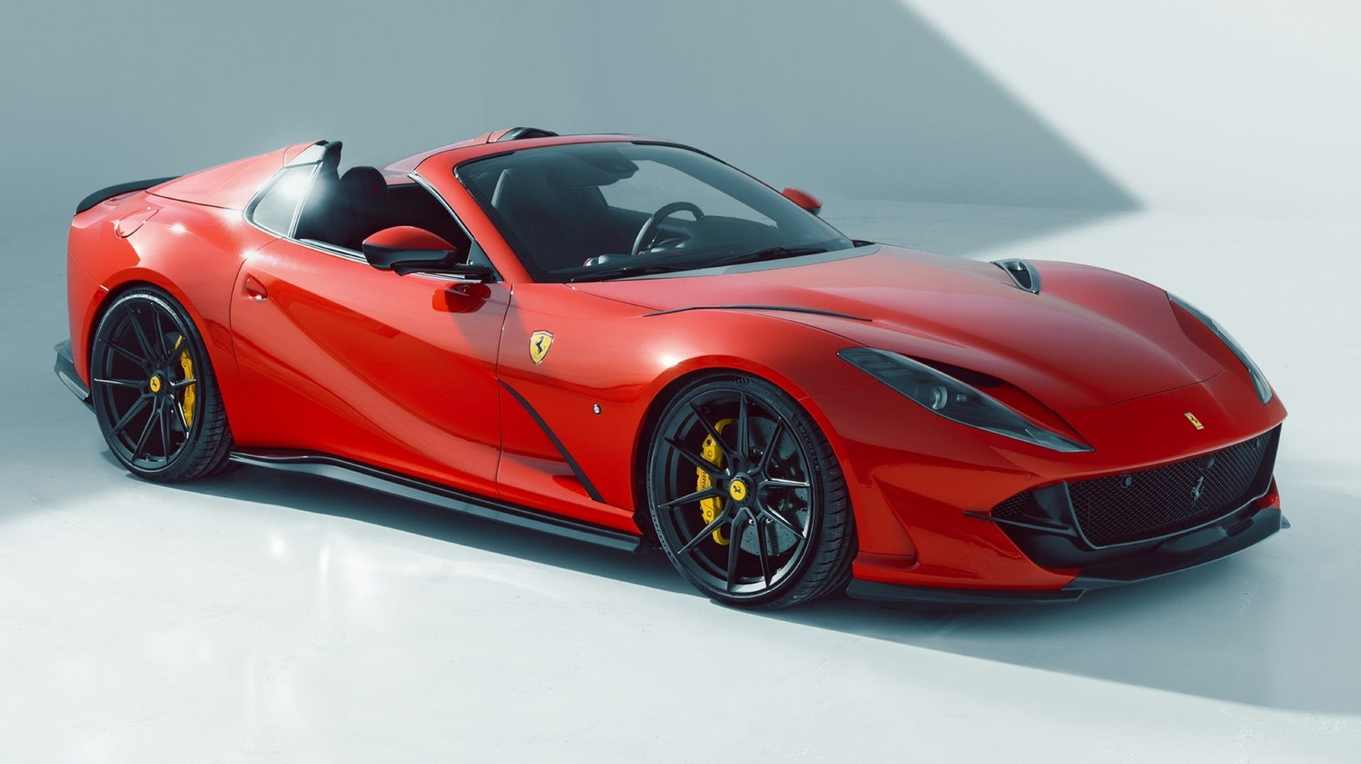 Ferrari 812 GTS by Novitec, vista tre quarti anteriore in studio