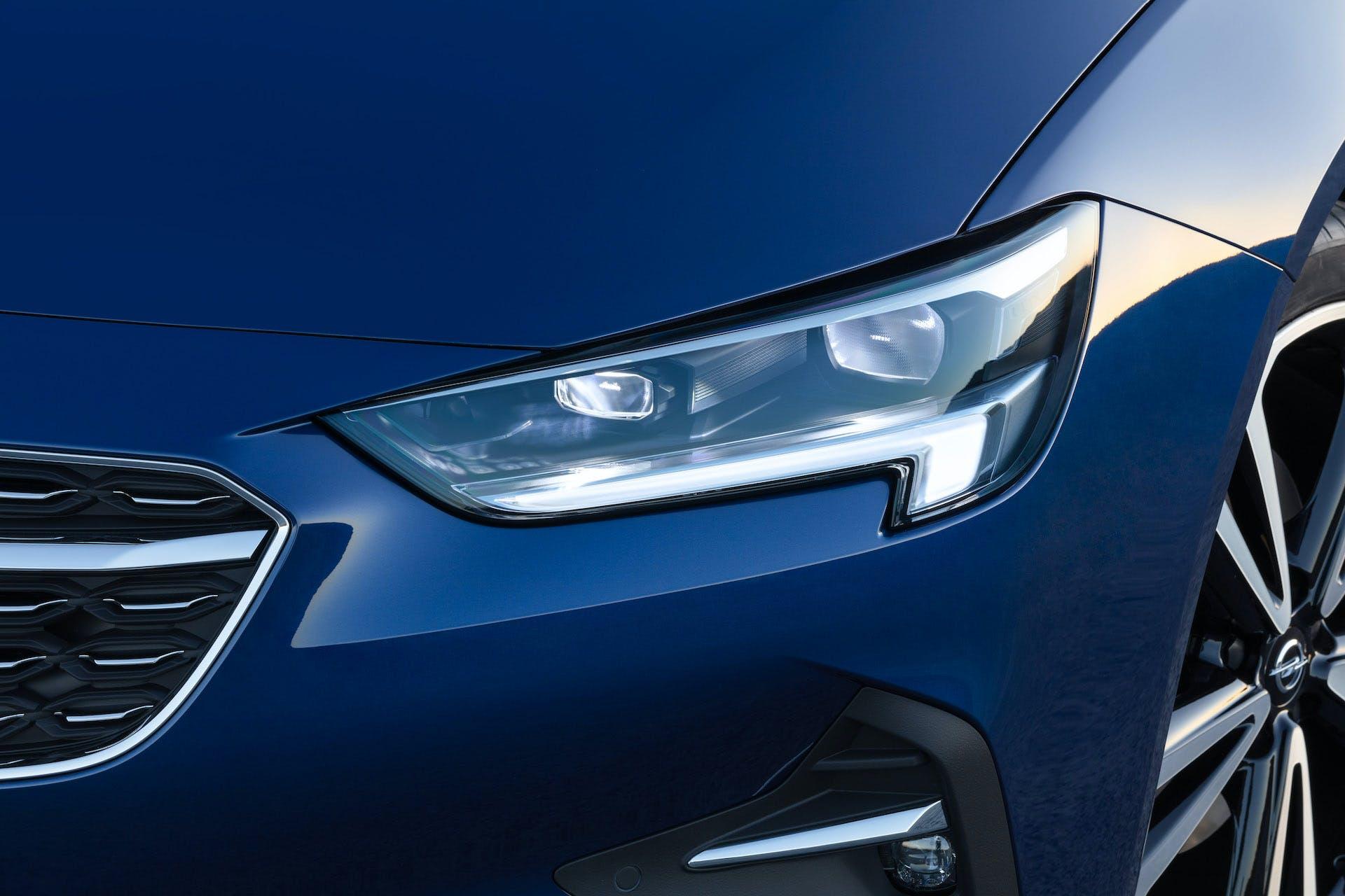 Opel-Insigna-dettaglio-fari-IntelliLux