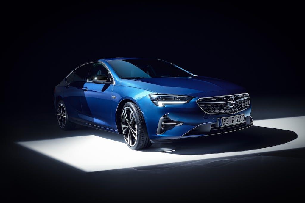 Opel brilla, senza abbagliare, grazie a IntelliLux Led Matrix