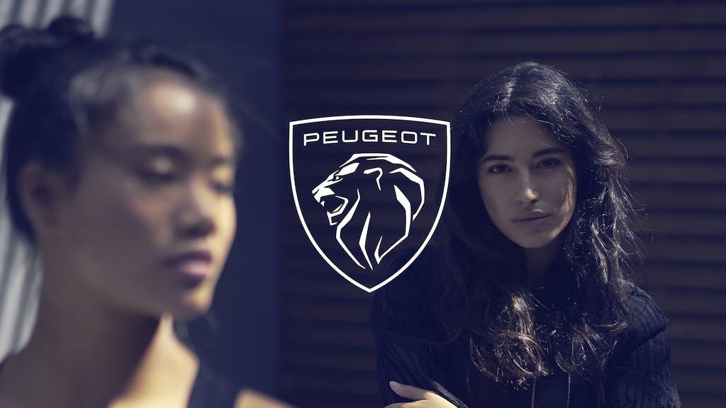 """Peugeot presenta il nuovo logo, """"faccia"""" da Leone in 2 dimensioni"""