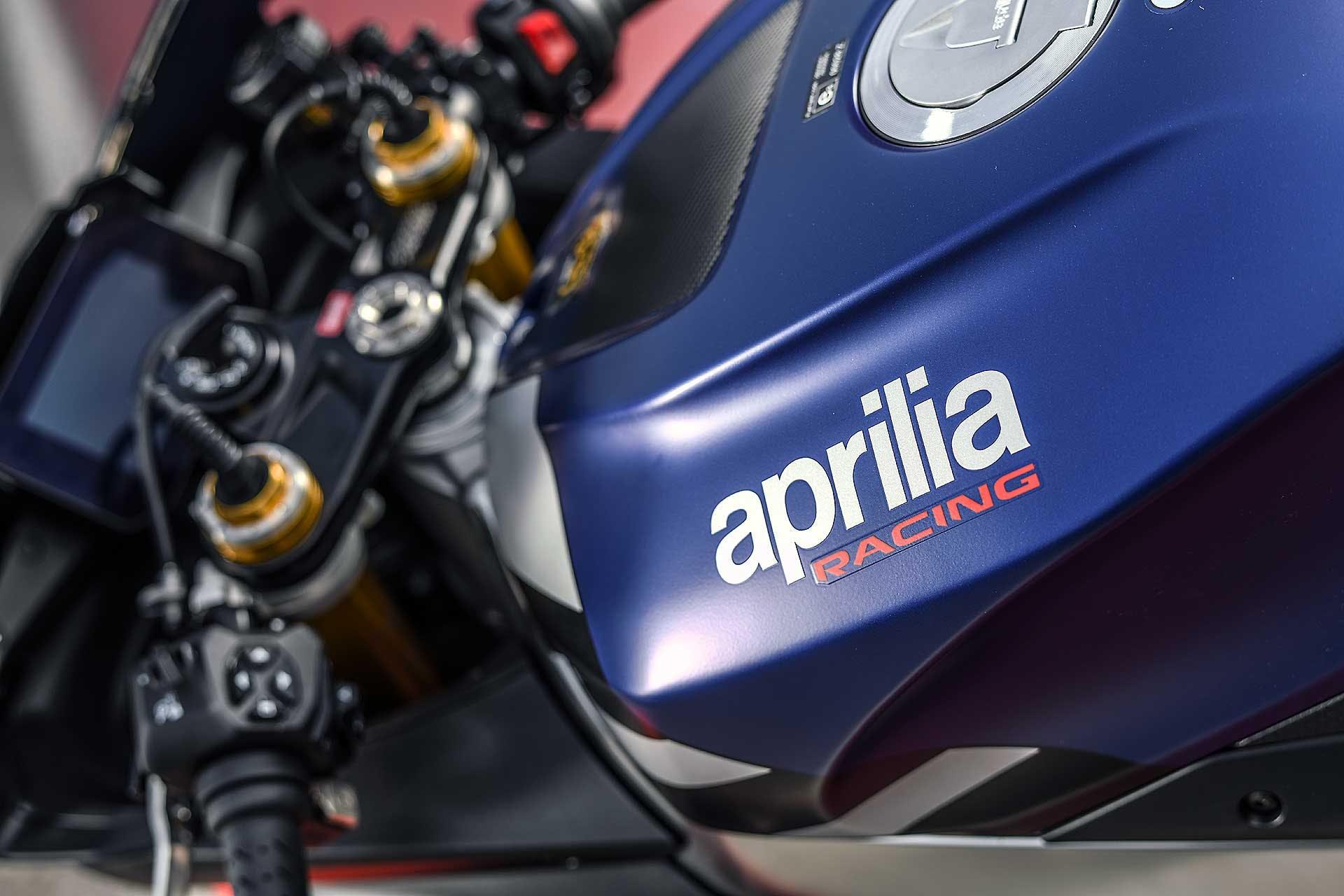 Aprilia RSV4 1100 Factory in pista